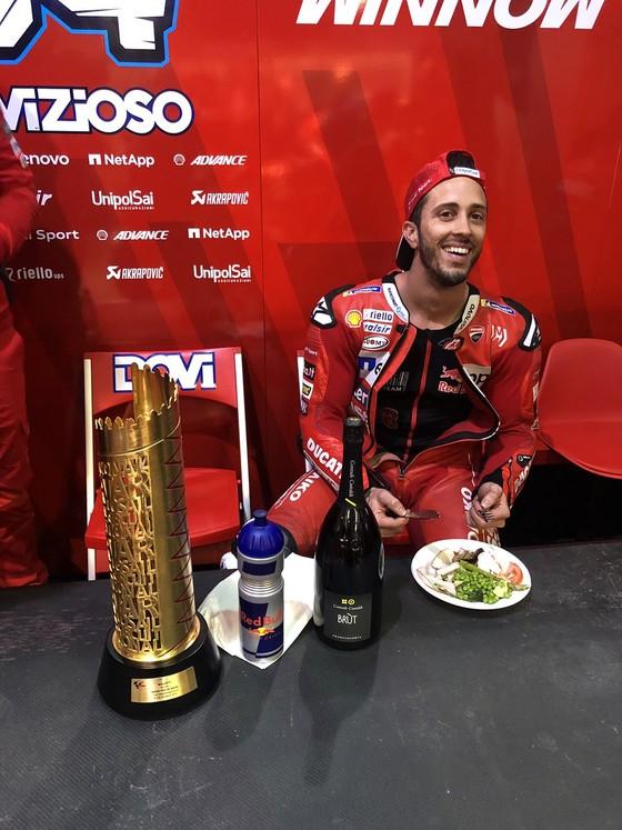 Đua xe mô tô: So kè từng mét đường, khúc cua, Dovizioso hạ Marquez, lên ngôi Vua ở Qatar ảnh 4