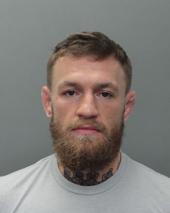 """Đấu trường MMA: Đập và giật điện thoại người khác, """"Gã Ailen xấc xược"""" McGregor bị bắt ảnh 1"""