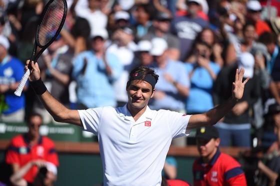Roger Federer thẳng tiến tứ kết