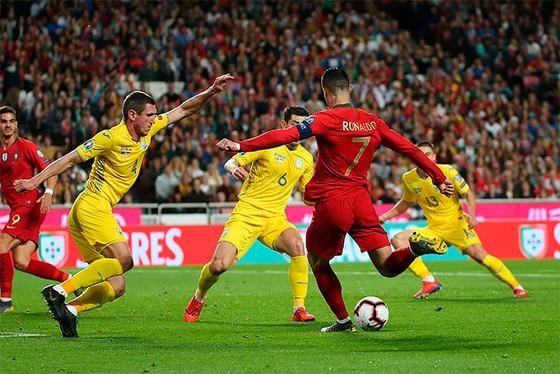 Bồ Đào Nha – Ucraina 0-0: Ronaldo giận dữ rời sân, Shevchenko hài lòng ảnh 1