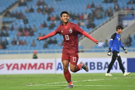 Suphanat Mueanta lập kỷ lục cầu thủ ghi bàn trẻ nhất trong lịch sử giải U23 châu Á
