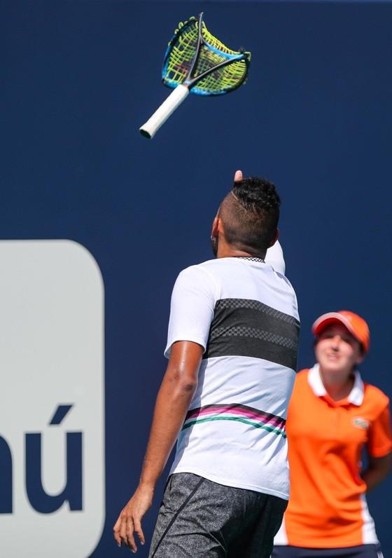 """Miami Open: Djokovic lại bất ngờ bị loại, """"dân chơi"""" Kyrgios cũng rời cuộc chơi ảnh 3"""
