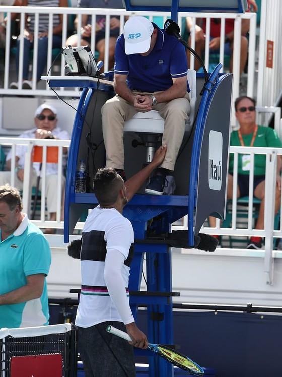 """Miami Open: Djokovic lại bất ngờ bị loại, """"dân chơi"""" Kyrgios cũng rời cuộc chơi ảnh 6"""