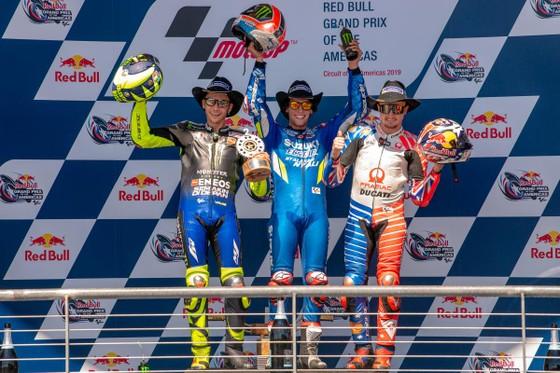 Đua xe mô tô: Marquez đo đường, Honda đại bại, Rins giành chiến thắng đầu tay ảnh 8
