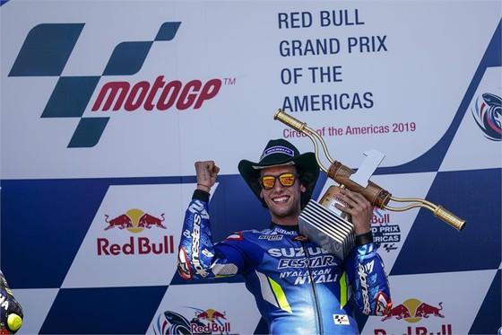 Đua xe mô tô: Marquez đo đường, Honda đại bại, Rins giành chiến thắng đầu tay ảnh 6