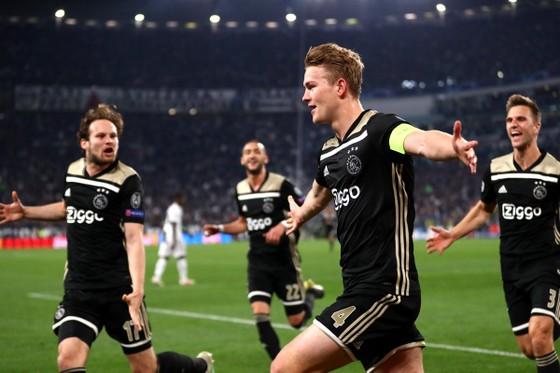 Không thể không yêu vũ điệu Ajax trẻ trung và lãng mạn ảnh 2