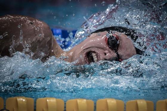 Duncan Scott phá KLQG Anh quốc ở cự ly bơi 100 mét tự do