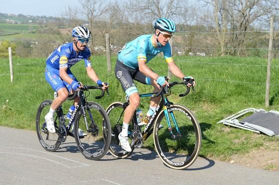 Xe đạp: Kèn cựa nhau trên đường đua, Alaphilippe và Fuglsang để Van der Poel thắng Amstel Gold Race  ảnh 5