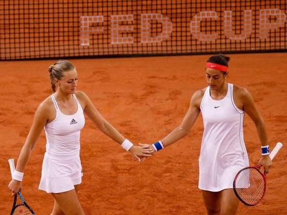 """Fed Cup: Thắng nhờ """"bộ đôi xinh đẹp"""", Pháp vào chung kết, sẽ đấu với Australia ảnh 2"""