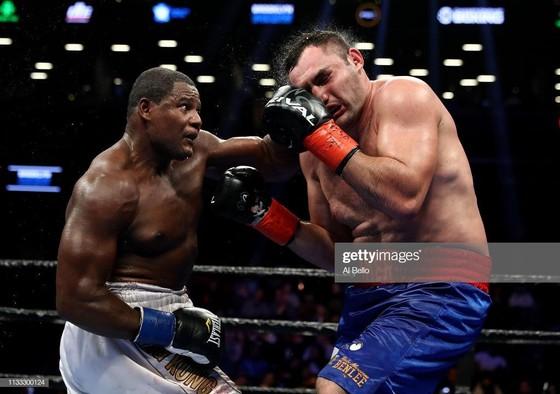 """""""King Kong"""" (trái) trong trận thắng Christian Hammer"""