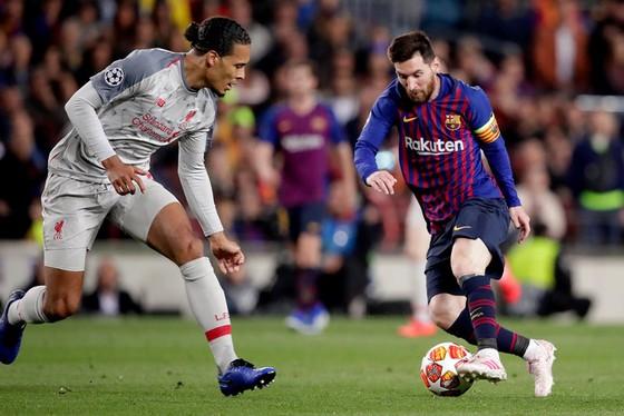 """Thế giới trong cơn cuồng Lionel Messi - Balotelli: """"Xin đừng so sánh Messi với số 7 của… Juventus"""" ảnh 1"""
