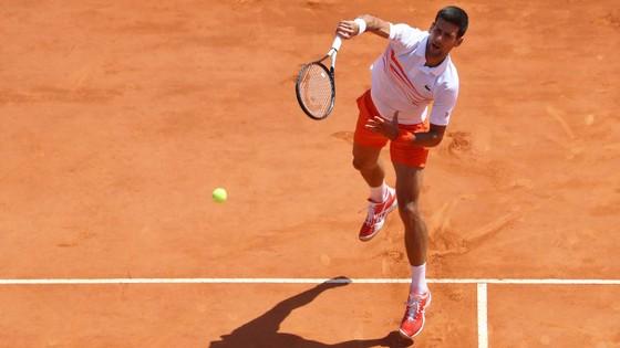 Madrid Open: Federer thắng trận đầu tiên trên mặt sân đất nện sau 3 năm vắng bóng ảnh 2