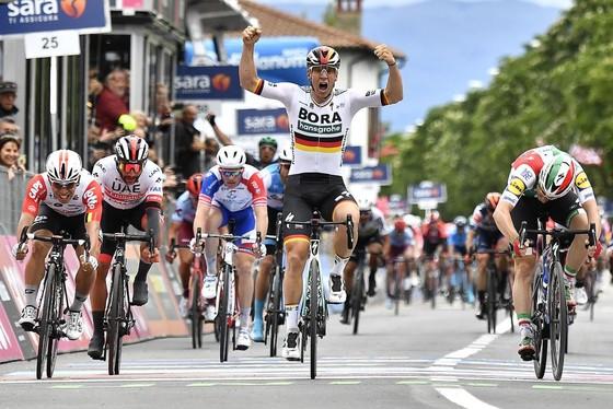 Giro d'Italia: Ackermann và Gaviria thay nhau thắng chặng 2 và 3, Viviani bị hủy kết quả ảnh 1