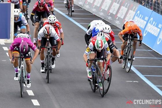 Giro d'Italia: Ackermann và Gaviria thay nhau thắng chặng 2 và 3, Viviani bị hủy kết quả ảnh 3
