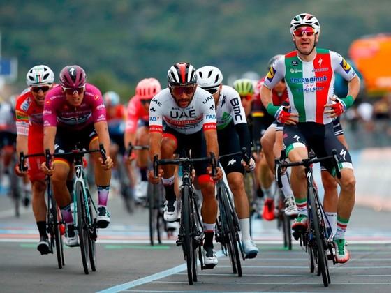 Giro d'Italia: Ackermann và Gaviria thay nhau thắng chặng 2 và 3, Viviani bị hủy kết quả ảnh 4