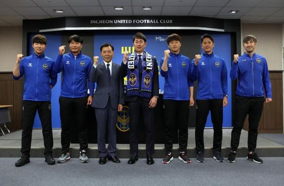 """Incheon United lại thay HLV: Công Phượng tiếp tục """"bái sư phụ"""" mới ảnh 2"""