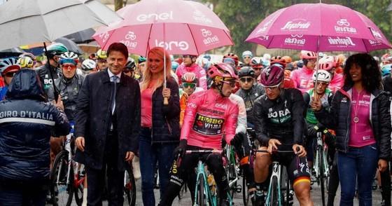 Giro d'Italia: Trên đường mưa, Ackermann giành chiến thắng thứ 2, củng cố vị thế Áo tím ảnh 1