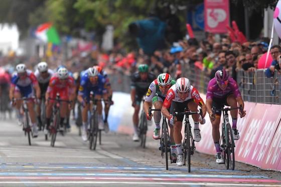 Giro d'Italia: Ewan cuối cùng cũng chiến thắng ở lần nỗ lực thứ 4 ảnh 1
