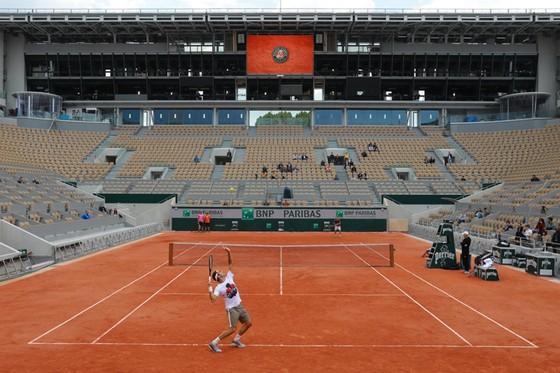 Roger Federer: Xúc động quay trở lại Roland Garros lần đầu tiên sau 4 năm ảnh 7