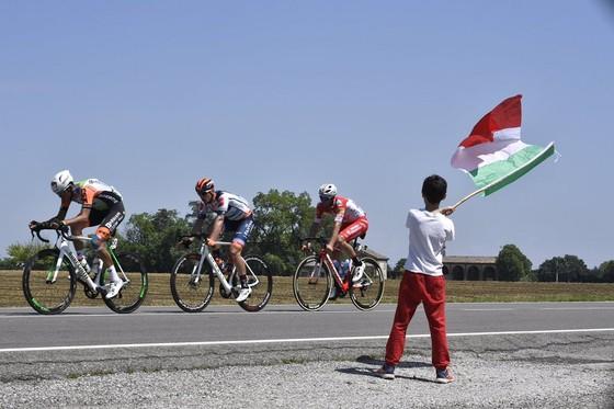 Giro d'Italia: Ewan rút lui... sau khi giành chiến thắng thứ 2, Demare chiếm Áo tím ảnh 1