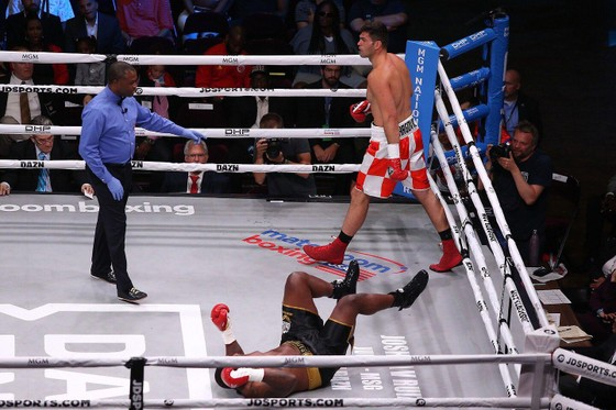 """Quyền Anh: Đấm gục cựu võ sĩ MMA ở hiệp 2, Hunter """"tiền thưởng"""" đòi phần thưởng là AJ """"cơ bắp"""" ảnh 4"""