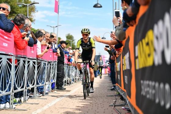 Giro d'Italia: Carapaz - chàng trai vắt sữa bò làm nên lịch sử cho Ecuador ảnh 1