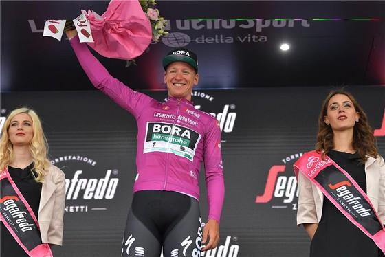 Giro d'Italia: CĐV quẳng xe giữa đường, Cima vẫn băng băng về đích ảnh 4