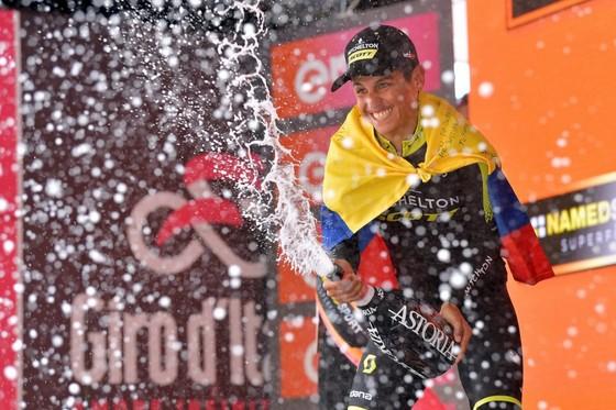 """Giro d'Italia: Chaves """"can trường"""" quay trở lại đầy ấn tượng ảnh 4"""