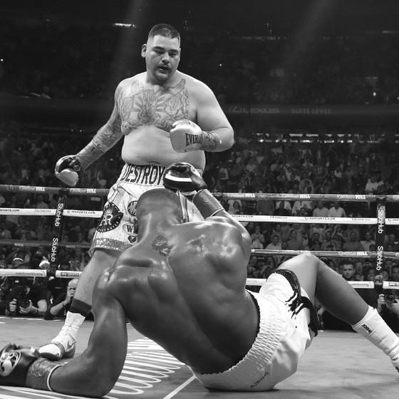 """Quyền Anh: Thua sốc Ruiz ở hiệp 7, AJ """"cơ bắp"""" trở thành kẻ trắng tay ảnh 1"""