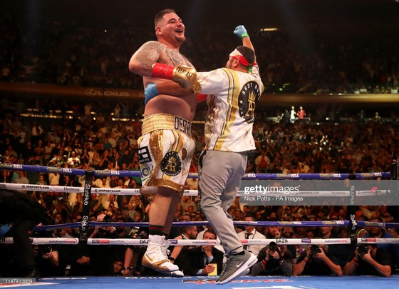 """Quyền Anh: Truyền kỳ về """"Gã mập ù"""" Ruiz - 12 tuổi, đánh bại người trưởng thành, 19 tuổi, nặng 135 kg ảnh 7"""