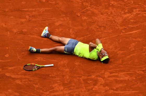 """Roland Garros: Nadal vẫn là """"Vua sân đất nện"""", thắng danh hiệu thứ 12 ảnh 1"""