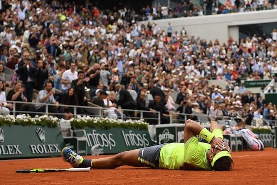 """Roland Garros: Nadal vẫn là """"Vua sân đất nện"""", thắng danh hiệu thứ 12 ảnh 2"""