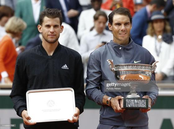 Nadal và Thiem trên bục nhận giải thưởng