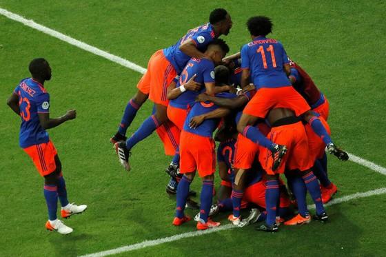Niềm vui chiến thắng của các cầu thủ Colombia