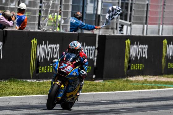 """Đua xe mô tô: Marquez thắng """"cú poker"""", em trai cũng đăng quang ở Catalunya ảnh 9"""