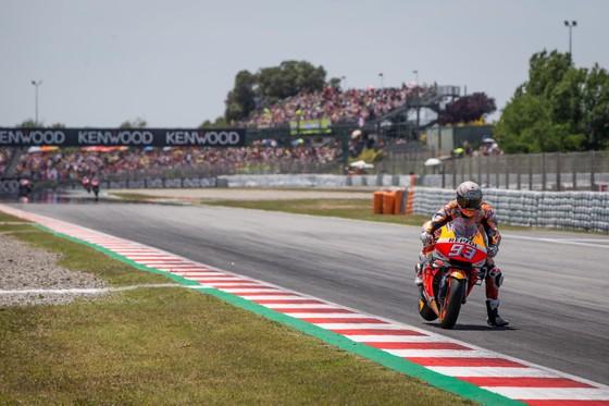 """Đua xe mô tô: Marquez thắng """"cú poker"""", em trai cũng đăng quang ở Catalunya ảnh 3"""