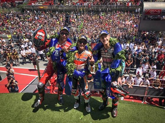 """Đua xe mô tô: Marquez thắng """"cú poker"""", em trai cũng đăng quang ở Catalunya ảnh 7"""
