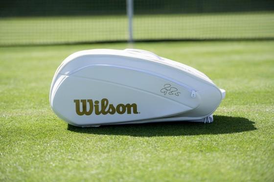 """Halle Open: Federer sẽ xuất trận với túi vợt Wilson """"Cúp vàng Wimbledon"""" ảnh 1"""