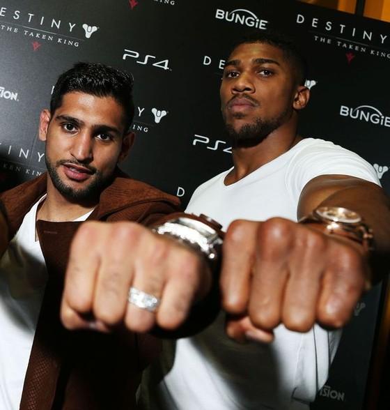Khan và Joshua