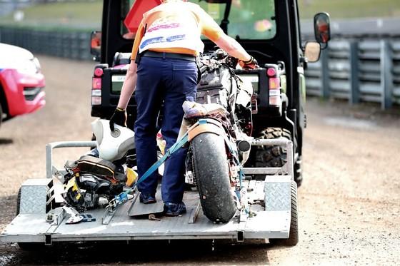 Đua xe mô tô: Gặp tai nạn rợn người, Lorezno gãy đốt sống lưng thứ 6 ảnh 2