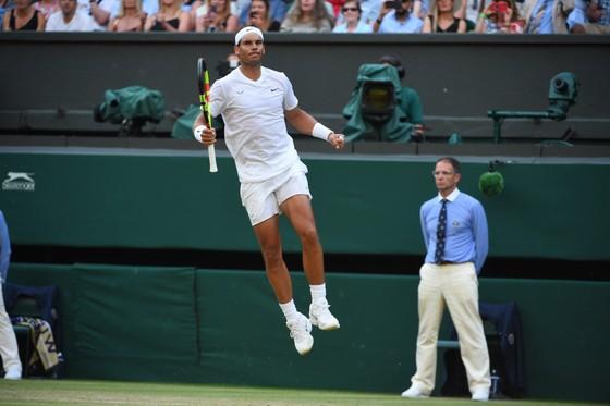 """Wimbledon: Nadal """"hoàn lễ"""" Kyrgios bằng chiến thắng kịch tính sau 4 ván đấu, Federer thắng trận 96 ảnh 1"""