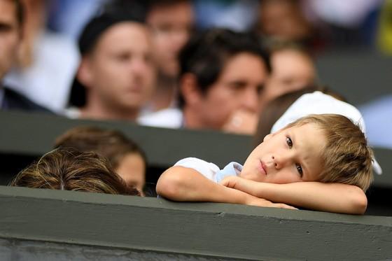 """Wimbledon: Federer thắng trận thứ 99 chỉ sau 74 phút, Berrettini muốn trả anh tiền """"dạy thêm"""" ảnh 7"""