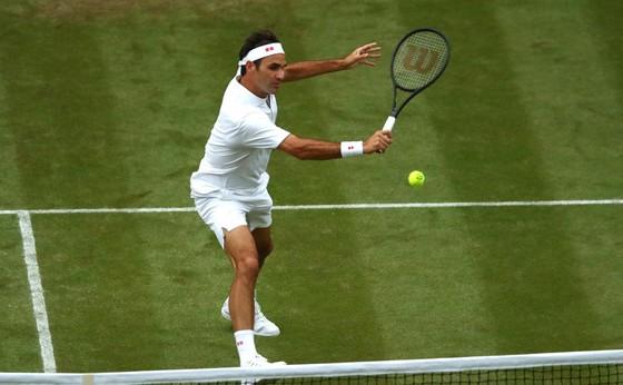 """Wimbledon: Federer thắng trận thứ 99 chỉ sau 74 phút, Berrettini muốn trả anh tiền """"dạy thêm"""" ảnh 3"""