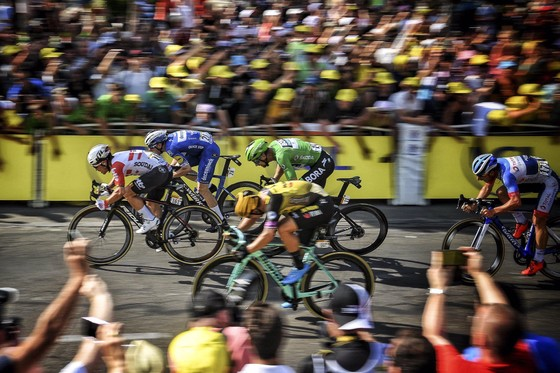 Tour de France: Ewan lần thứ 2 thắng chặng, Alaphilippe vẫn giữ cách biệt ảnh 1