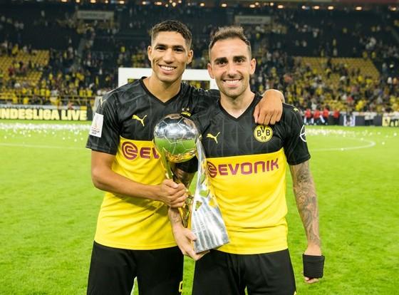 Borussia Dortmund ăn mừng Siêu cúp nước Đức sau khi đánh bại Bayern ảnh 3