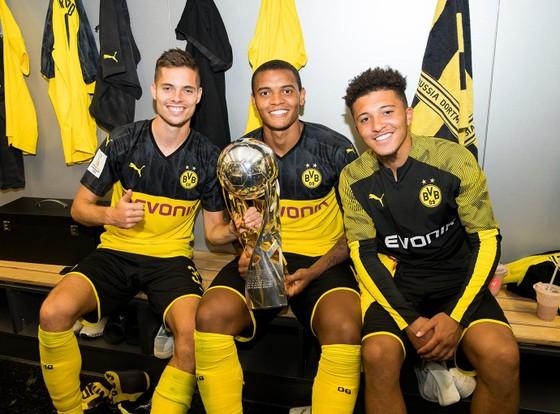 Borussia Dortmund ăn mừng Siêu cúp nước Đức sau khi đánh bại Bayern ảnh 6
