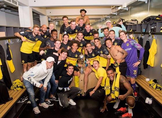 Borussia Dortmund ăn mừng Siêu cúp nước Đức sau khi đánh bại Bayern ảnh 10