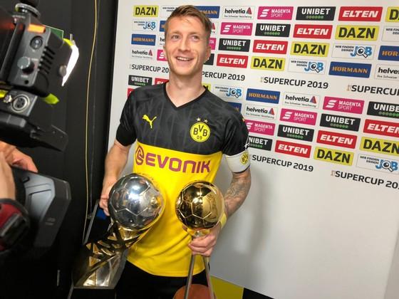 Borussia Dortmund ăn mừng Siêu cúp nước Đức sau khi đánh bại Bayern ảnh 5