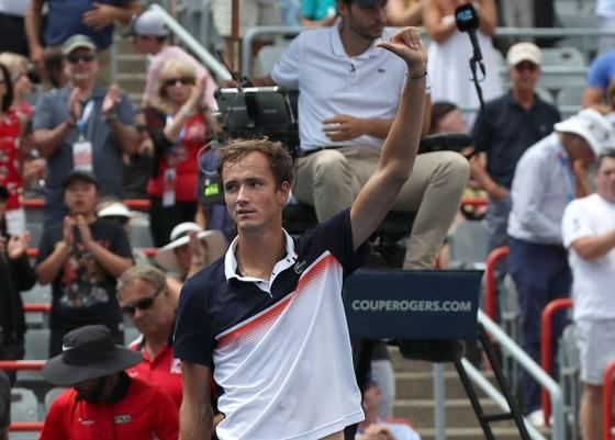 Medvedev đã hủy diệt Thiem và giành vé bán kết