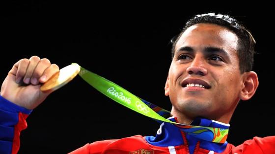Võ sĩ vô địch Olympic đào ngũ khỏi Cuba bị đấm gục ngay hiệp 1, thua trận chuyên nghiệp đầu tiên ảnh 3